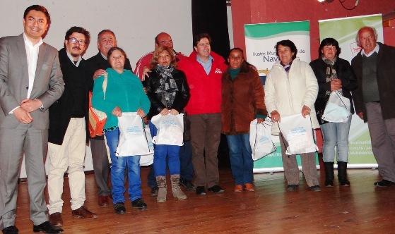 Autoridades entregaron 300 ampolletas de bajo consumo en la Provincia de Cardenal Caro