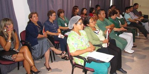 Funcionarios del Hospital de Santa Cruz participan en charla sobre violencia intrafamiliar