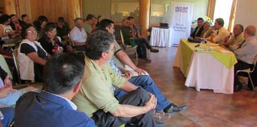 Director nacional de INDAP repasó con dirigentes campesinos nueva plataforma de servicios