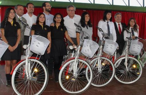 Alcalde Eduardo Soto entrega500 bicicletas gratuitas a escolares