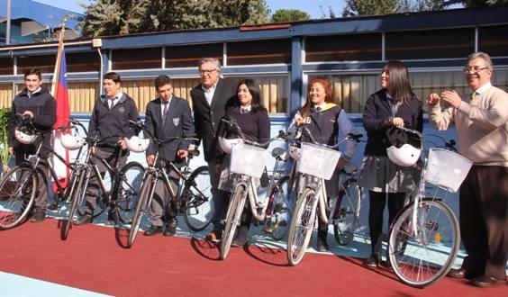 Alcalde Eduardo Soto realiza una nueva entrega de bicicletas a estudiantes de Rancagua