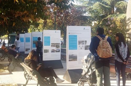 Pacific Hydro difunde riqueza del Alto Cachapoal con muestra gráfica en Plaza Los Héroes