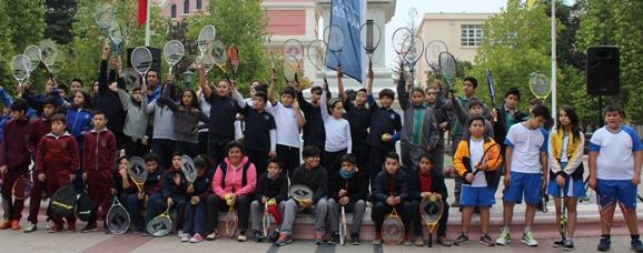 Escolares rancagüinos participaron en novedoso masivo de mini tenis