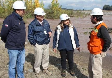 Autoridades realizan visita a técnica a ENAP para evaluar incidente de oleoducto