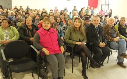 """400 adultos mayores de Coltauco recibieron """"Kits Eficientes"""""""
