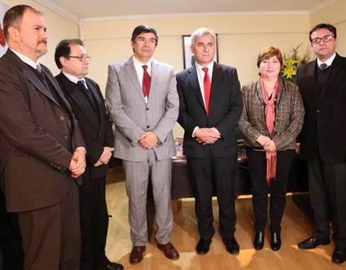 Intendente oficializa a Hernán Castro Monardes como nuevo SEREMI de Educación