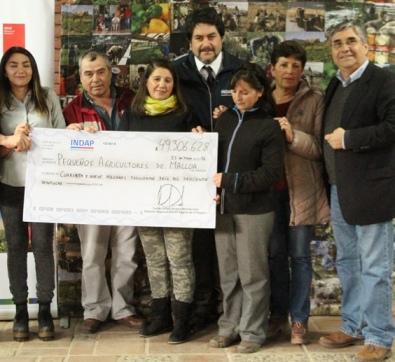 Pequeños agricultores de Malloa reciben apoyo de INDAP