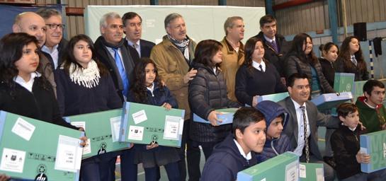 Masiva entrega de computadores comenzó en Rancagua