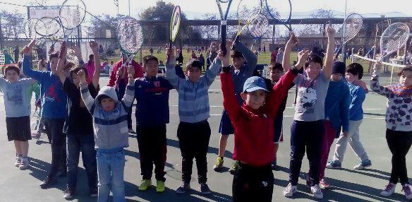Entretenido encuentro amistoso reunió a Escuela Municipal de Tenis de Rancagua y club El Semillero