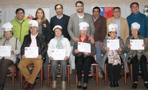 Sistema Elige Vivir Sano en Comunidad certifica a 30 adultos mayores de Pichidegua en Sénior Chef