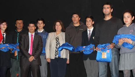 Jóvenes que representarán a la región en los Juegos Deportivos Escolares fueron despedidos por autoridades de O'Higgins