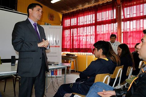 Jóvenes del liceo San José del Carmen de Palmilla se informan sobre la reforma laboral