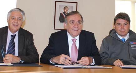 Firman acuerdo que favorecerá a pequeños agricultores de la Región de O'Higgins