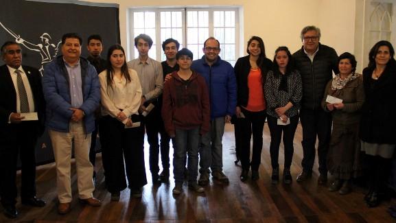 Alcalde Eduardo Soto entregó becas a jóvenes músicos de Rancagua