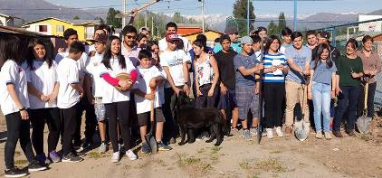 Jóvenes de Codegua participan en arborización de Villa Padre Hurtado