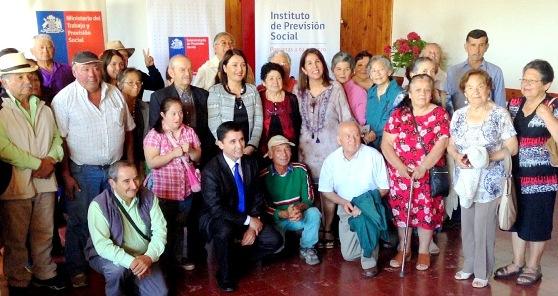 Subsecretaria Jeannette Jara dialoga con pensionados en Santa Cruz