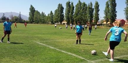 Niños rancagüinos están invitados a jugar fútbol en el Complejo Deportivo Municipal La Gamboína