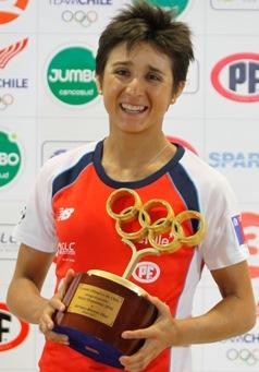 Triatleta Bárbara Riveros recibió premio a la mejor deportista chilena por segundo año consecutivo