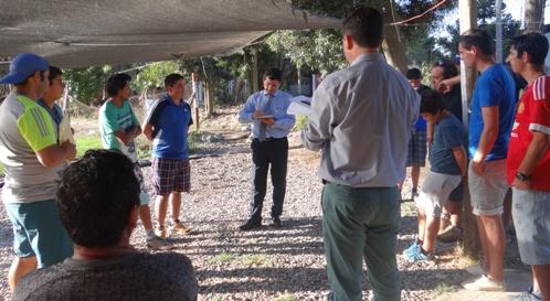 Comitiva municipal  se reúne con club deportivo Tarapacá y vecinos de villa Las Copas