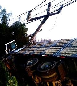 Choque a poste provocó el corte de suministro eléctrico en 4 comunas