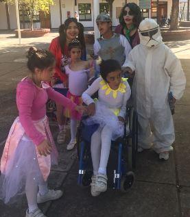 Niños del colegio Fray Ave María del Pequeño Cottolengo  celebraron 25 años de vida