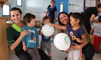 Niños de Integra disfrutaron once de Starbucks