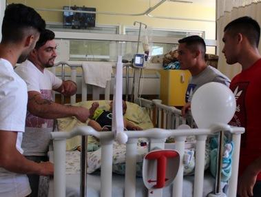 """Niños hospitalizados en el HRLBO recibieron visita de jugadores de O""""Higgins"""