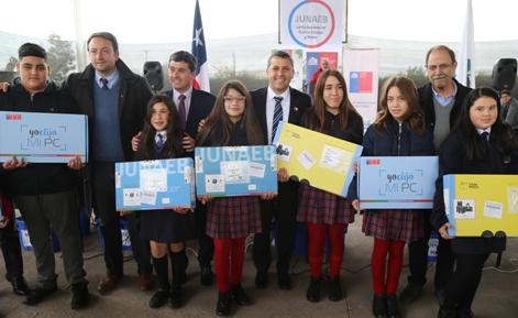 Intendente Masferrer inició entrega de computadores a más de 8.000 estudiantes de toda la Región