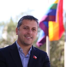 Intendencia de O´Higgins conmemora el Día Internacional contra la Homofobia izando la bandera de la diversidad