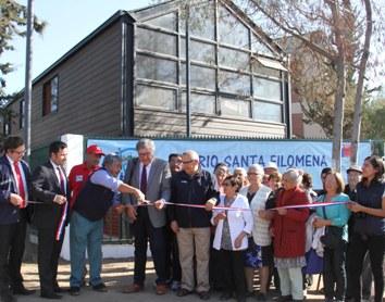 Alcalde Eduardo Soto y autoridades entregan remozada sede social en población Santa Filomena