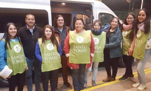 Mechones de Santo Tomás comienzan sus carreras ayudando a la comunidad