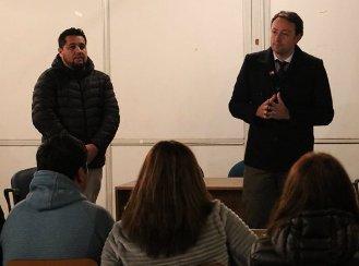 Gobernador de Colchagua entregó informe de vialidad a vecinos de Villa Jardines del Sur de San Fernando