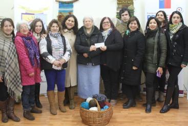 Artesanas en lana de Colchagua reciben recursos del convenio INDAP-Prodemu