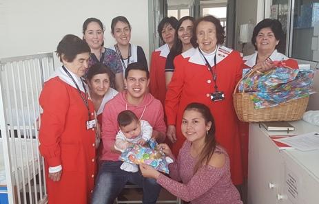 Damas de Rojo entregan regalos y amor a niños hospitalizados