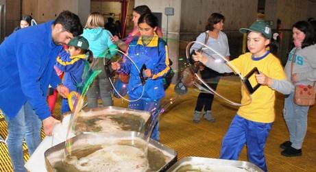 Junto a Agrosuper alumnos de la escuela Valdebenito inician gira cultural