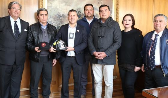 """Intendente es investido como """"Bombero de Excepción"""" de la Sexta Compañía de Rancagua"""