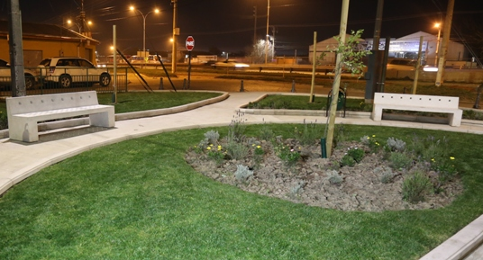 Inversión de Gobierno permitió cambiar transitado sitio eriazo por hermosa área verde