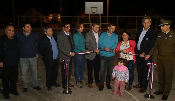 Intendente Masferrer inaugura en Requínoa moderna multicancha