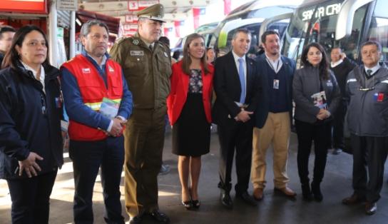 Autoridades fiscalizan buses reforzando el mensaje al autocuidado y la prevención