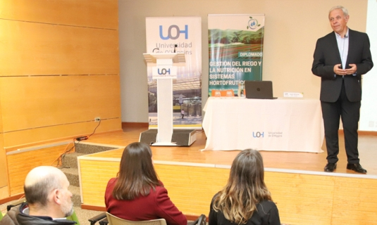 Experto español compartió experiencias con estudiantes e investigadores de O'Higgins