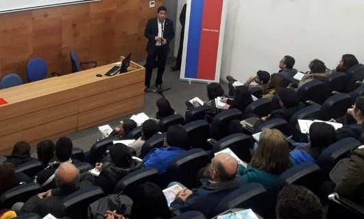 Gran convocatoria en seminario para docentes de la zona saturada