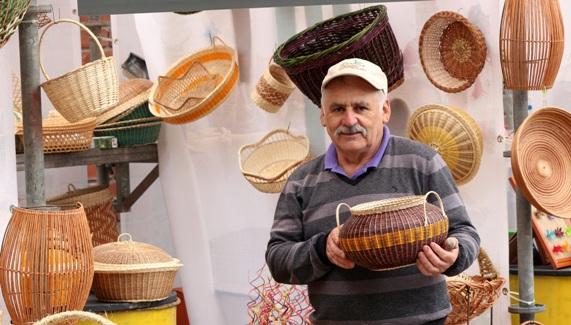 Artesano de Chimbarongo participa en Feria de Artesanía en el Parque Arauco