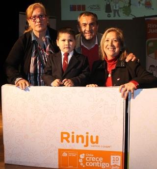 73 niños de prekinder de la comuna de Peumo reciben el Rincón de Juegos RINJU