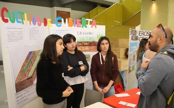 Estudiantes de Ingeniería Agronómica UOH expusieron sobre importancia del cuidado de suelos en nuestro país