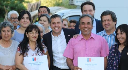 Intendente Masferrer entrega recursos del Fondo Presidente de la República en San Vicente