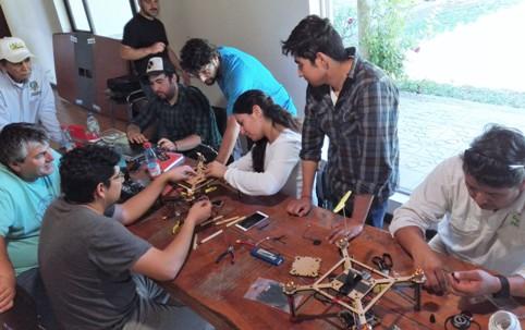 Profesionales y técnicos de INIA Rayentué se capacitaron en armado, uso y mantención de drones