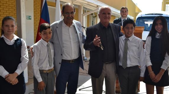 La Estrella: Municipalidad compra buses para el traslado de estudiantes con fondos FAEP