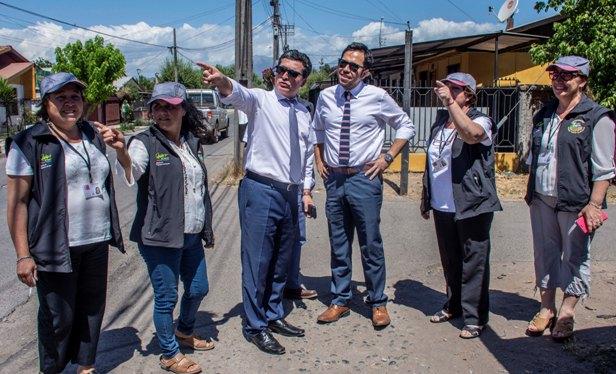"""SEREMI Francisco Ravanal visitó a vecinos que serán beneficiados por """"Vive Tu Vereda"""""""