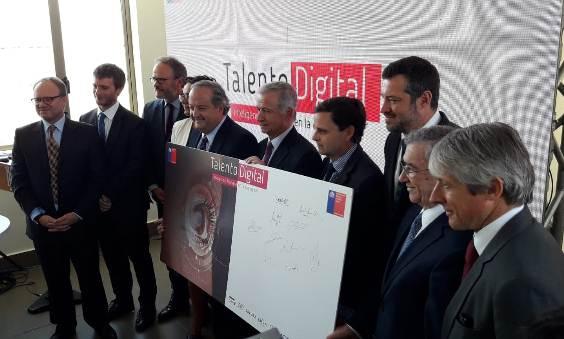 """Hacienda, Trabajo y CORFO firman programa """"Talento Digital"""" que beneficiará a 16 mil personas"""