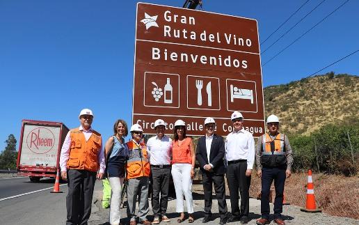 En la Ruta del Vino de Colchagua se inició la instalación de las nuevas señaléticas turísticas que habrá en los principales destinos de Chile